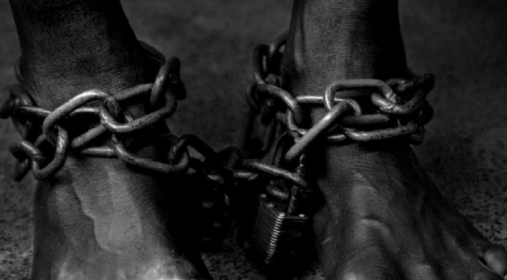 as-slave-in-chains-smaller
